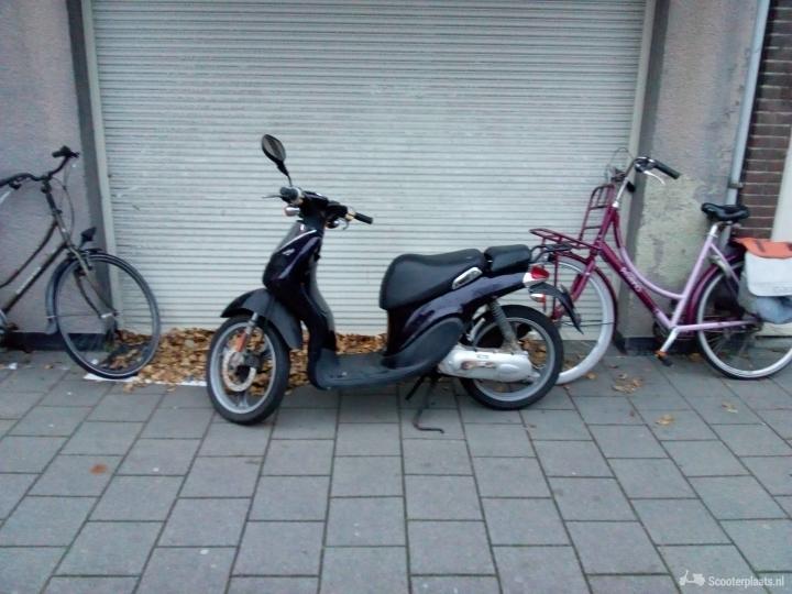 Yamaha Why zwart