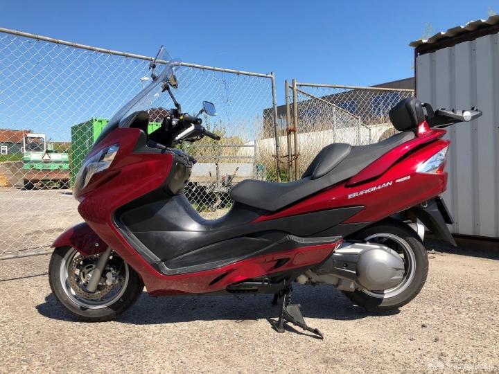 Suzuki Burgman rood