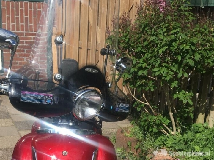 Retro scooter rood