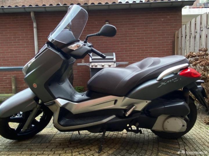 Yamaha X-Max grijs