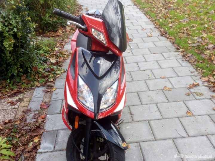 Kymco Super8 rood