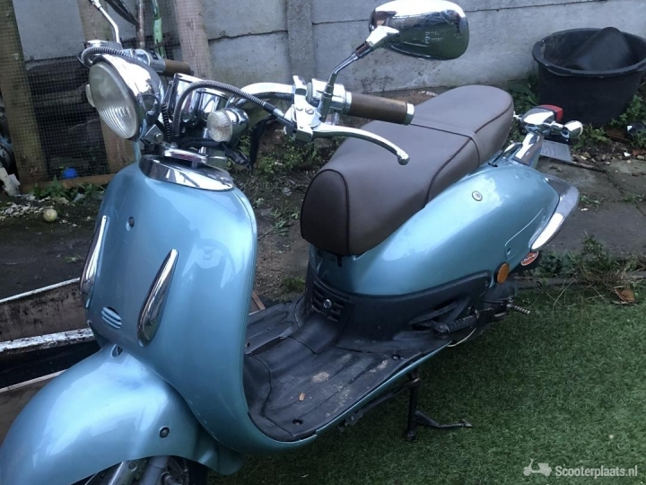 Retro scooter blauw