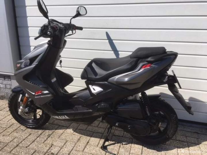 Yamaha Aerox grijs