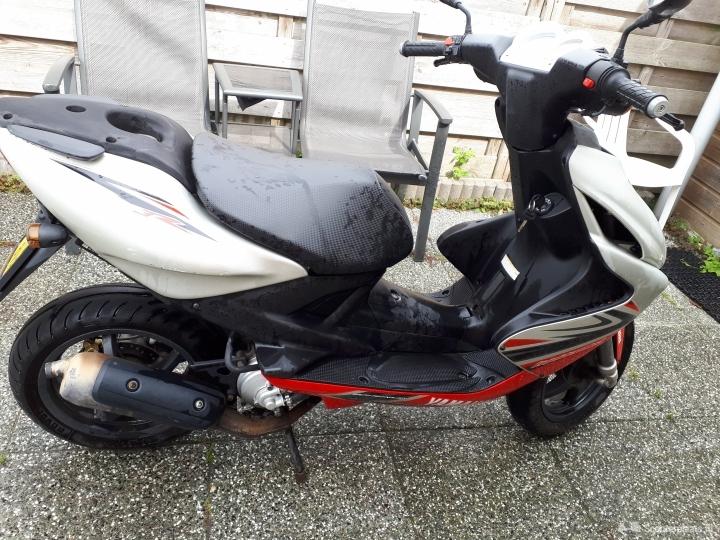 Yamaha Aerox rood