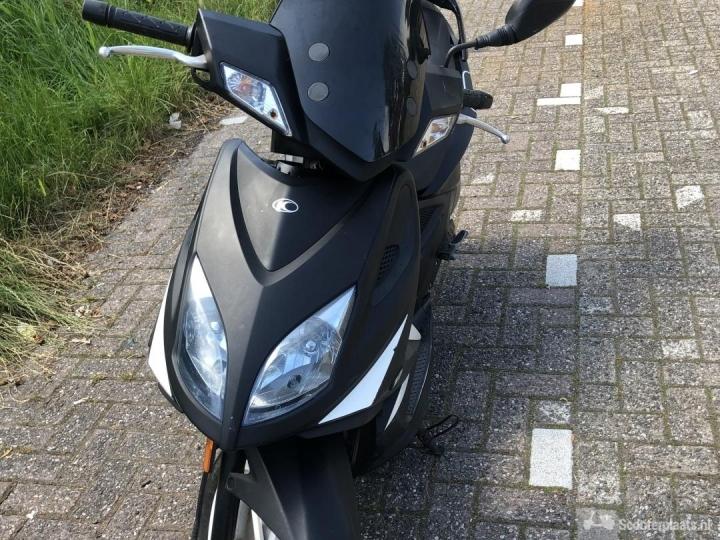 Kymco Super8 zwart