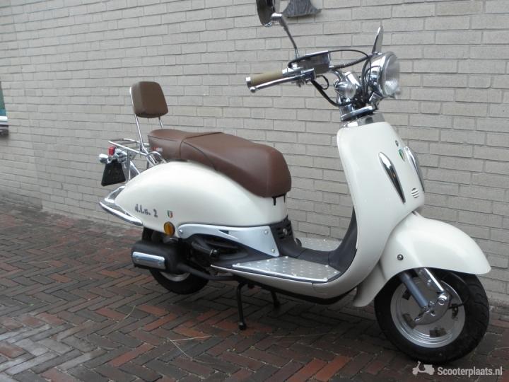 Retro scooter wit