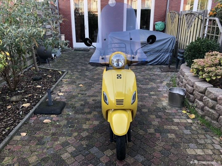 AGM VX50 geel
