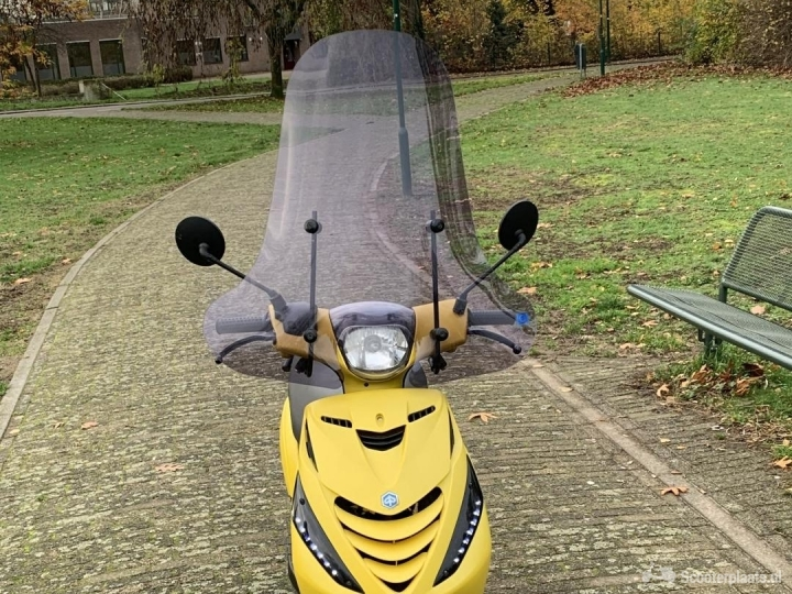 Piaggio Zip geel