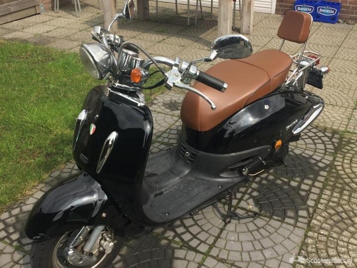 Retro scooter zwart