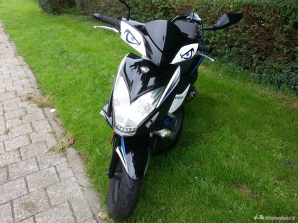 Kymco super 8 street special scooter