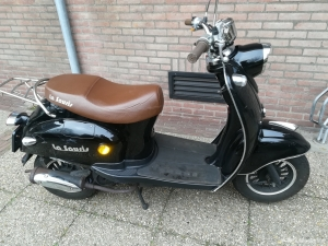 Trendy Retro Scooter