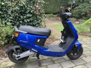 Zo goed als nieuwe Niu M+ Sport scooter