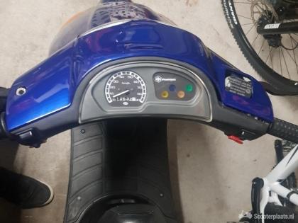 Piaggio Zip blauw