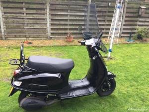 Mooie  scooter met geel kenteken