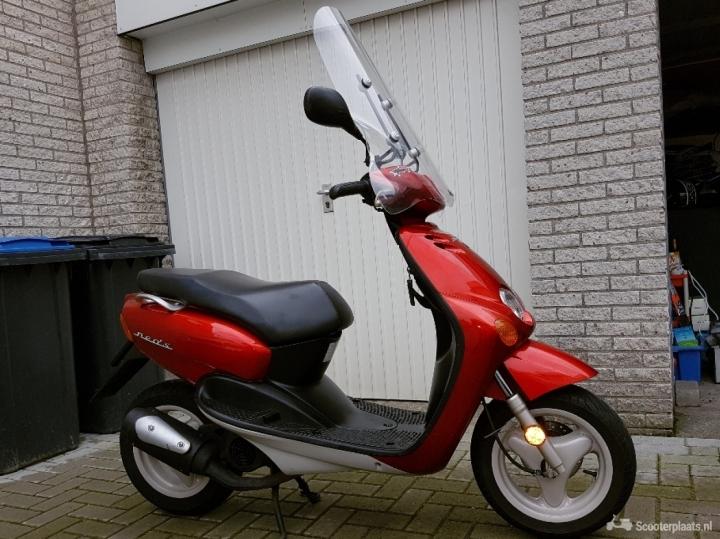 Yamaha NeoS rood