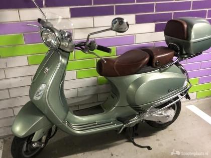 VESPA LXV50. Vintage uitvoering