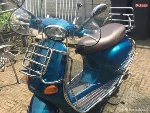 Originele Italiaanse Vespa scooter (brom)