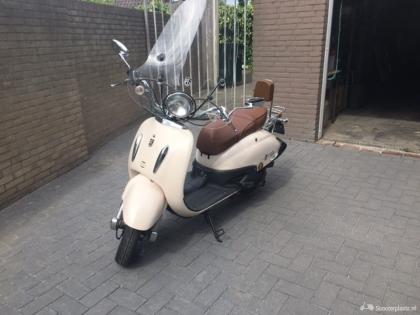 BTC Grand Retro scooter