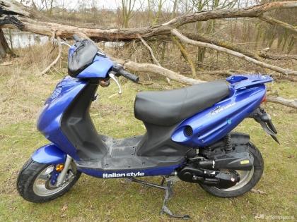 Mooie bijna nieuwe viertakt scooter Jonway Raptor