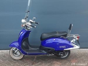 Nette AGM grande retro bromscooter + hoog windsche
