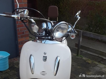 Scooter beige zo goed als nieuw