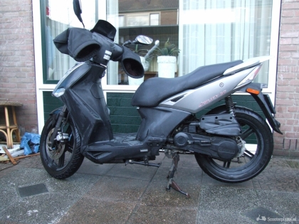 Kymco Agility 16 scooter