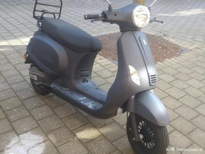 Mooie BTC Riva Scooter