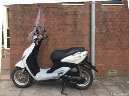 Yamaha Neos Scooter