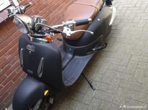 Elektrische scooter. Ebretti 418, zwart.