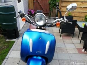 Znen retro scooter. Blauw kenteken max 30km