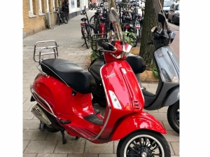 Vespa Sprint Limited edition Red