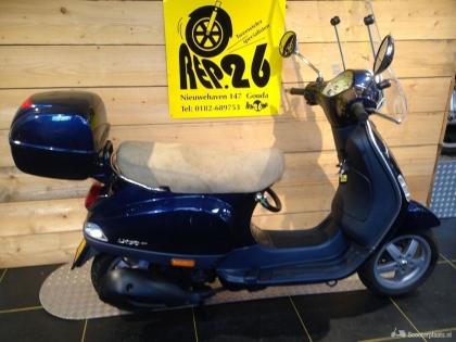 Piaggio Vespa, blauw, 4T, voor 1395 incl rijklaar