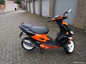 Peugeot Speedfight oranje