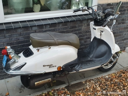 Retro scooter wit