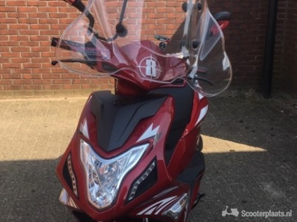Scooter AGM R8 nieuw