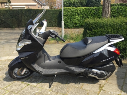 Aprilia Atlantic 500 met 6000 km bj 2010