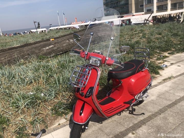 Vespa S rood