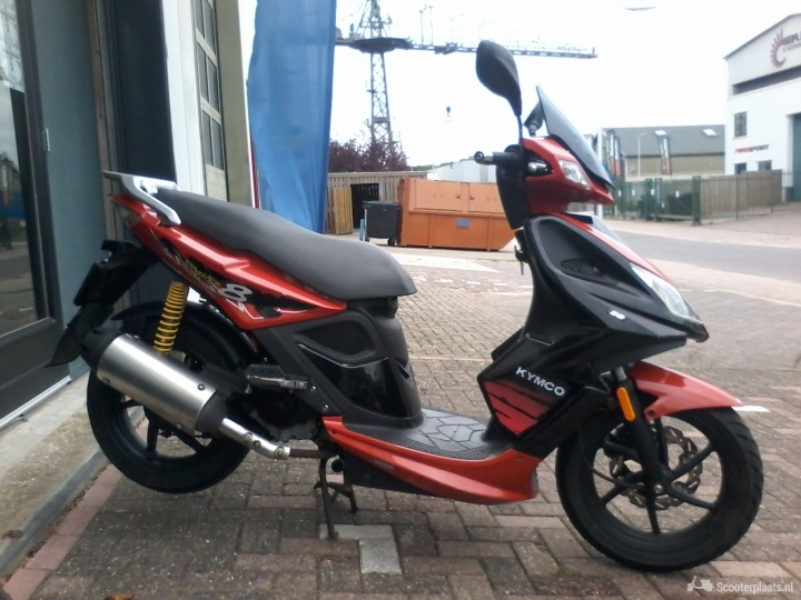 Kymco Super8 rood