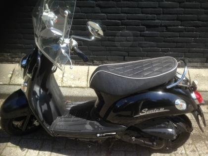 Scooter zwart, tweedehands, weinig kilometers