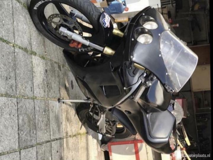 Derbi GPR 50 zwart