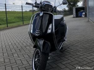Vespa Sprint zwart