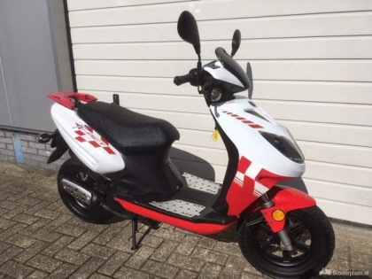 Keeway F act 50 Bromscooter