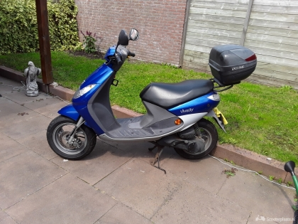 Peugeot scooter 45km.