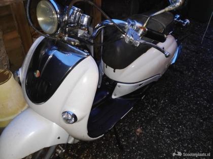 Znen scooter|| Blauw kenteken|| Opknappertje
