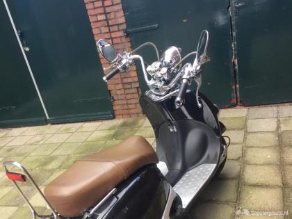 Retro scooter inclusiek helm en gekeurd slot