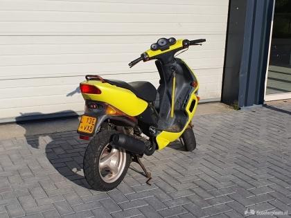 Peugeot Speedfight geel