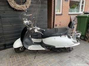 Scooter inclusief windscherm