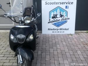 Nette RetroSnorScooter 2017 windscherm topkoffer