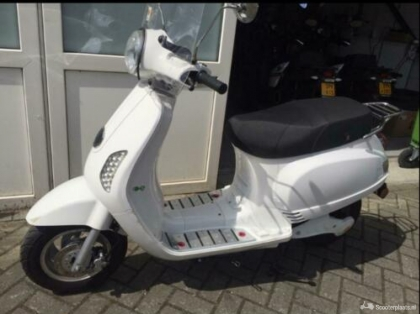 Emco Novantic E scooter met 1Lithium Ion accu 28ah