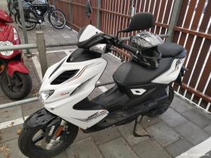 Yamaha aerox 2017 wit scooter 4 takt